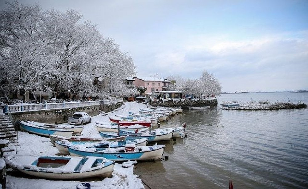 Japon Seyahat Acentaları Birliği (JATA) tarafından Avrupa'nın en güzel 30 kasabası arasında gösterilen, yağışların fazla olduğu dönemlerde göl suyunun yükselip evlerin önüne kadar gelmesi dolayısıyla Küçük Venedik olarak nitelendirilen yarımada üzerine kurulu mahalle, ilkbahar ve yaz aylarında daha fazla ziyaretçi ağırlasa da kışın da beyaz örtüsüyle görsel şölen sunuyor.
