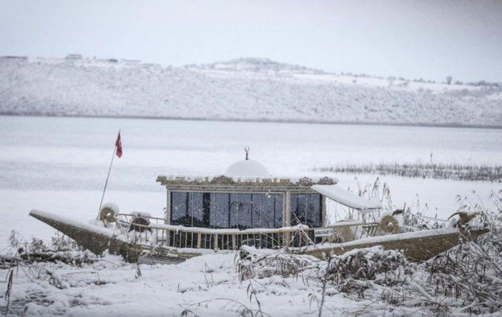 Gölyazı Turizm Geliştirme Kooperatifi Başkanı Atilla Yılmaz, yaptığı açıklamada, Gölyazı'yı son yıllarda binlerce yerli ve yabancı turistin ziyaret ettiğini söyledi.