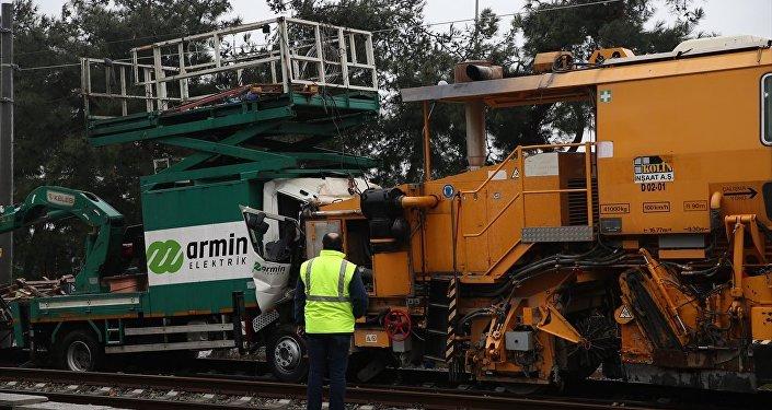 Florya'da Halkalı-Gebze banliyö tren hattında kaza: 2 kişi yaralı