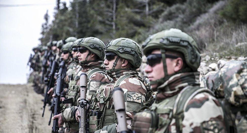 Türk Silahlı Kuvvetleri (TSK) tarafından Suriye sınırındaki birliklere takviye amaçlı gönderilen birlikler, Hatay sınırında eğitim faaliyeti gerçekleştirdi.