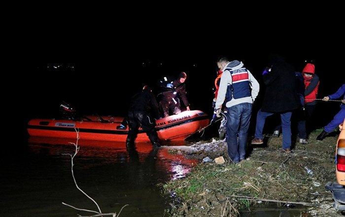 İzmir'de ördek avına çıkan avcıların kayığı battı: 2 ölü