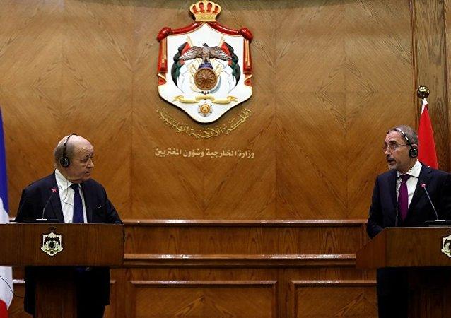 Fransa Dışişleri Bakanı Jean-Yves Le Drian ve Ürdün Dışişleri Bakanı Eymen es-Safedi