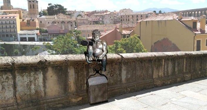 İspanya -  selfie çeken şeytan heykeli