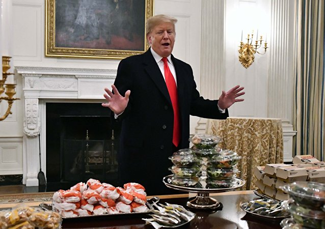 Donald Trump'tan Beyaz Saray'da McDonalds, Wendy, Burger King ve Domino's Pizza ikramı