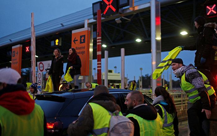 Belçika'daki Sarı Yelekler Google binasına barikat kurdu
