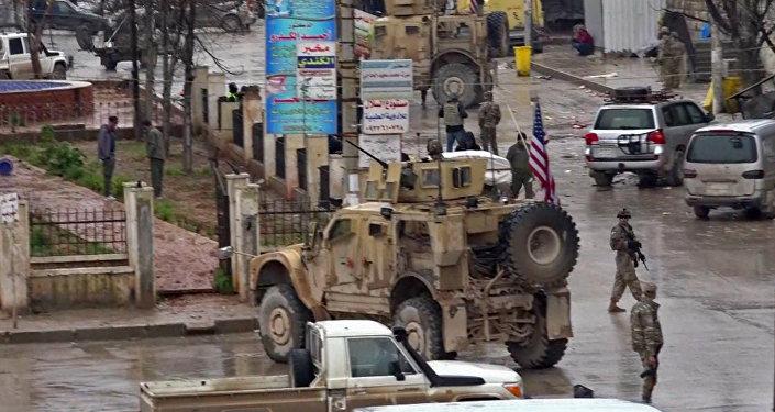 Suriye'nin Menbiç kentinde IŞİD'in ABD öncülüğündeki koalisyonun geçişi sırasında düzenlediği intihar saldırısı