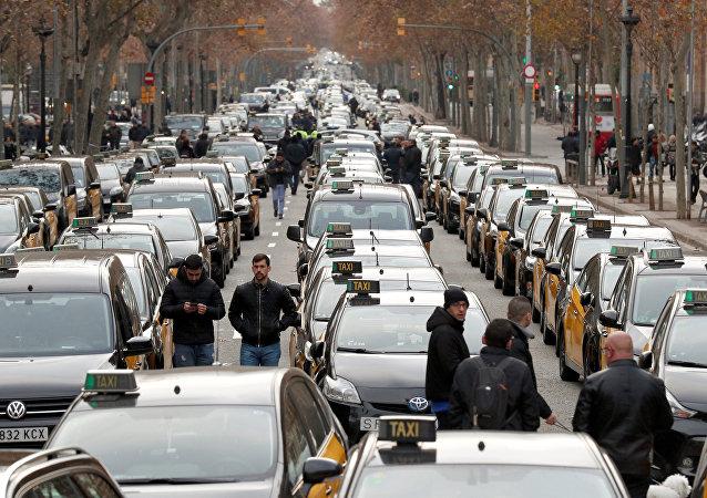 İspanya'da taksi sürücüleri protesto Uber