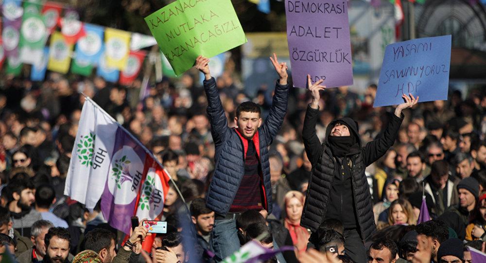 HDP'nin tutuklu milletvekili Leyla Güven'in açlık grevine dikkat çekmek için Diyarbakır'da düzenlenen miting
