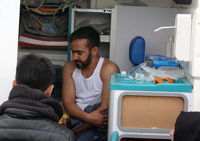 Otobüste 'yüksek sesli müzik' tartışması: 2 kardeş bıçaklandı, saldırgan yaralandı