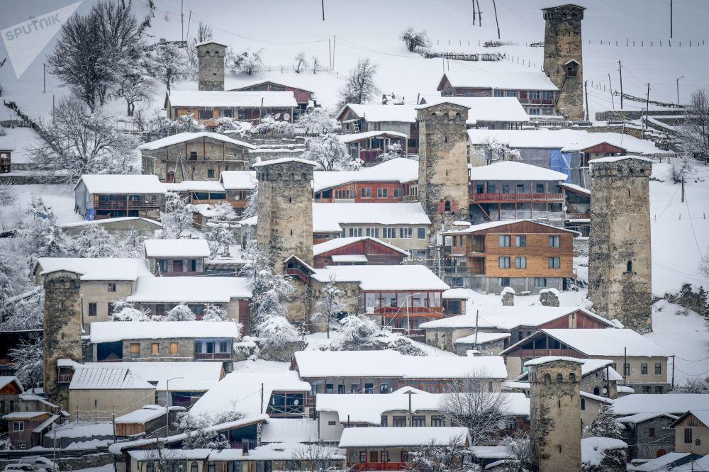 Gürcistan'ın kuzeybatısındaki  dağlık Svaneti bölgesi