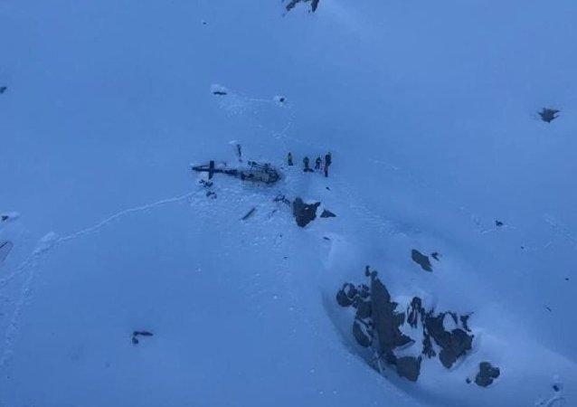 Alpler'de helikopter ile yolcu uçağı çarpıştı: 5 ölü