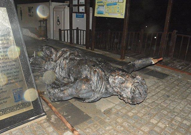 Aydın'daki fırtınada Poseidon Heykeli devrildi