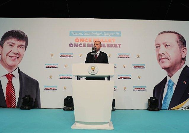 AK Parti Genel Başkanı ve Cumhurbaşkanı Recep Tayyip Erdoğan, partisinin Antalya İl Başkanlığı'nın teşkilat yemeğinde konuştu.