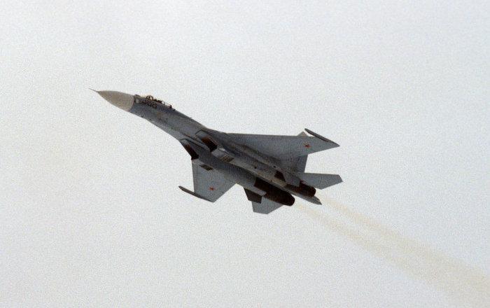 Rus Su-27 savaş uçağı