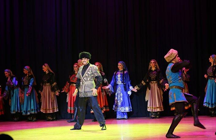 2019 Türkiye-Rusya Karşılıklı Kültür ve Turizm Yılı etkinliği çercevesinde Türkiye'de bir gösteri düzenleyen Lezginka dans topluluğunun gösterisinden çeşitli kareler