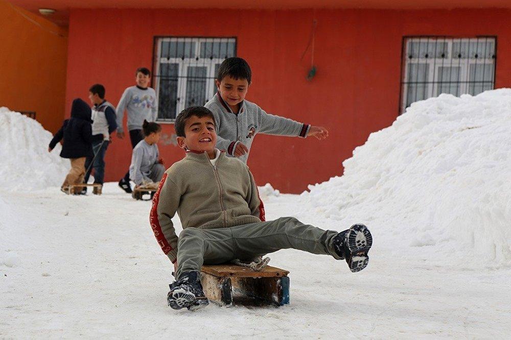 Çocukların kayak yapma keyfi