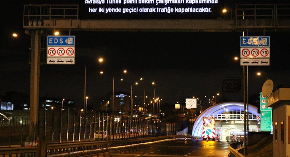 Avrasya Tüneli bu gece saat 00.00 ile 05.00 arasında yapılan çalışmalar nedeniyle trafiğe çift yönlü olarak kapatıldı.