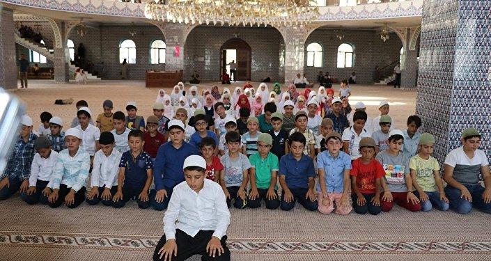 Diyarbakır'da çocuk imam dönemi: Cübbeyi giyip cemaate namaz kıldırıyorlar