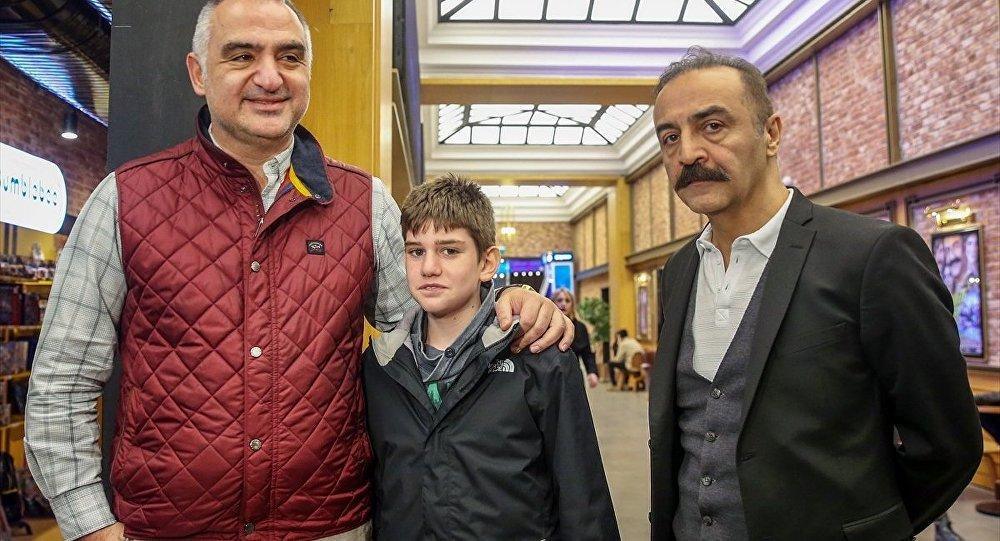 Kültür ve Turizm Bakanı Mehmet Nuri Ersoy (solda) ve Yılmaz Erdoğan