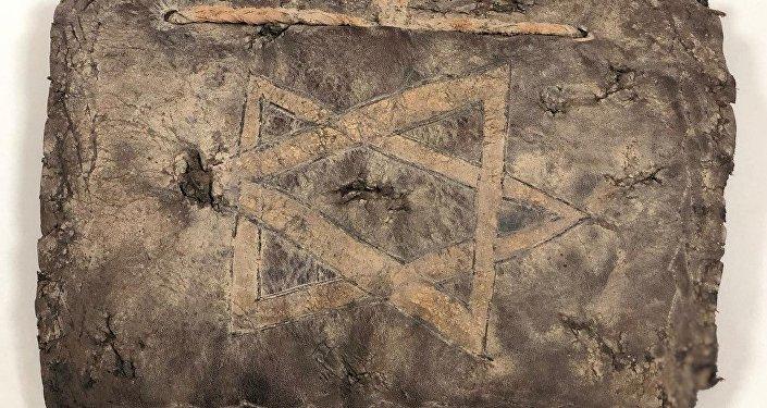 deri üzerine altın yazmalı olan bin 200 yıllık İncil