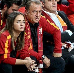 Galatasaray Teknik Direktörü Fatih Terim'in kızı Merve Terim'den, dedesi için kısa bir başsağlığı mesajı yayımlayan Türkiye Futbol Federasyonu'na büyük tepki geldi.
