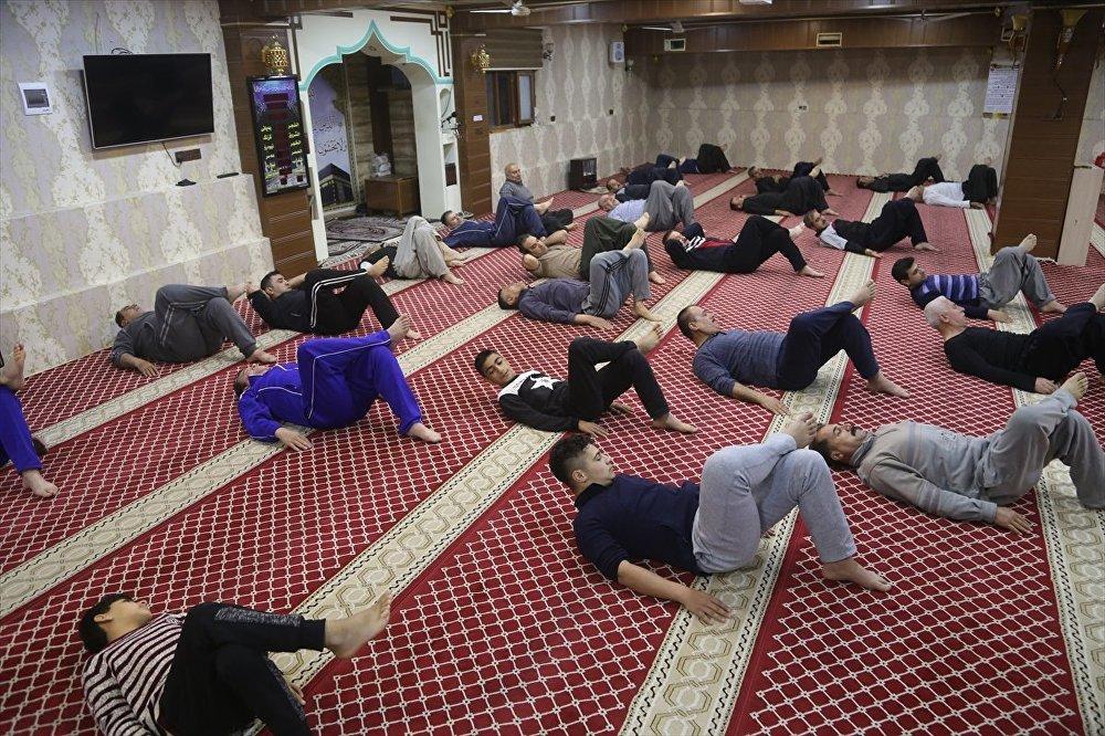 Irak'ta sabah namazı sonrası egzersiz