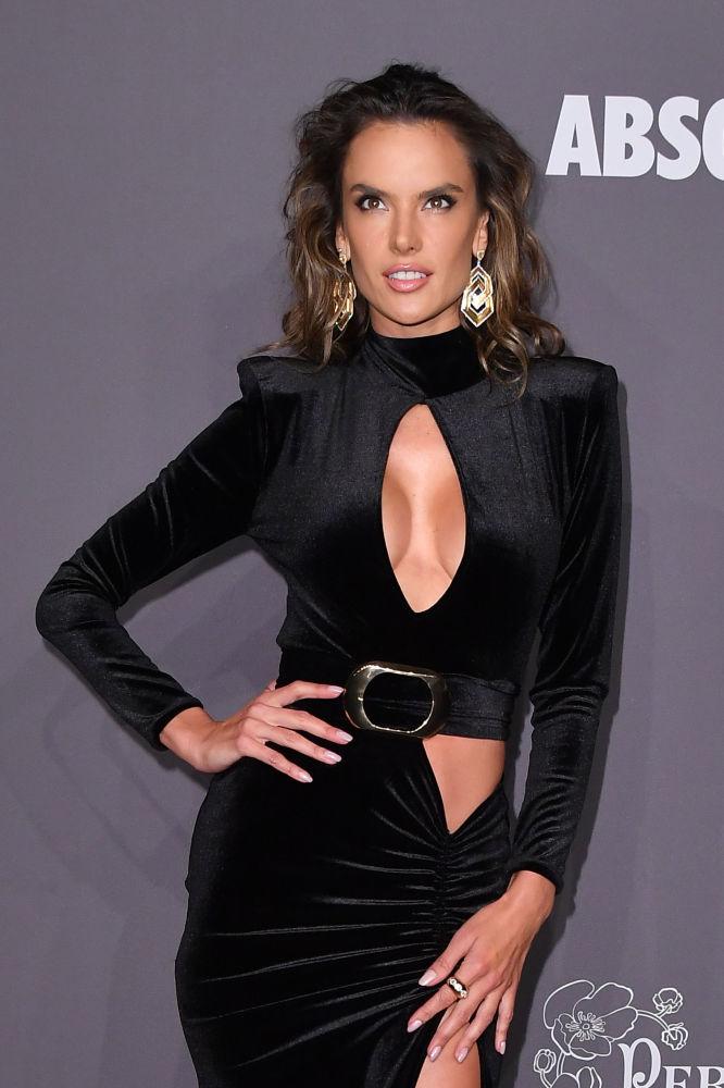 New York'taki AmFAR Gala gecesine damga vuran kıyafetler