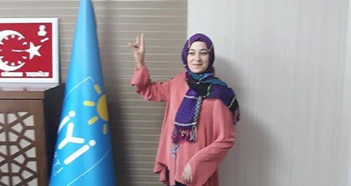 Siyasete İYİ Parti'de başlayan Hilal Ülkü Türedi, CHP'nin ilk başörtülü adayı oldu.
