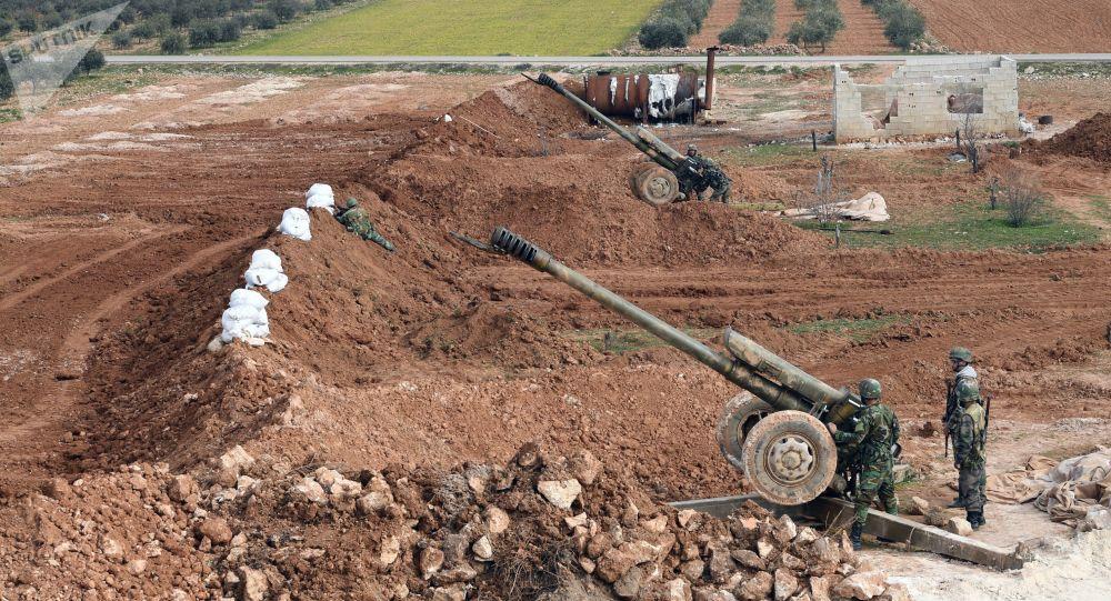 Menbiç'in ön cephesinde bulunan Suriye ordusu birlikleri