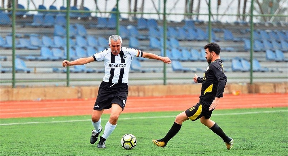 Mardin 2. Amatör Lig ekiplerinden Kızıltepe Gençlerbirliğispor'un 70 yaşındaki yeni transferi Şerif Kunt