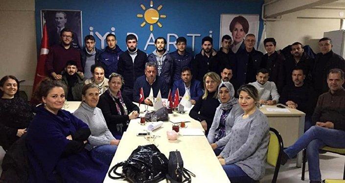 İYİ Parti'de ilçe yönetiminden istifa: Kombi sökenleri tercih ettiniz