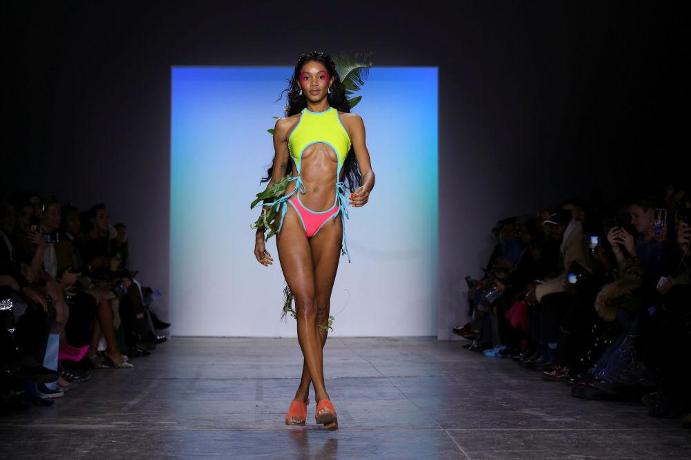 New York Moda Haftası'nda renkli Chromat defilesi