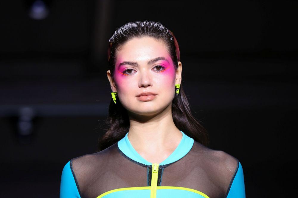 Chromat Moda Evi'nin yeni plaj koleksiyonunun tanıtıldığı defileden bir kare.