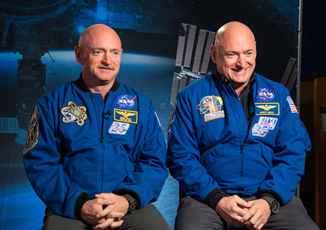 Mark Kelly ve ikizi Scott Kelly