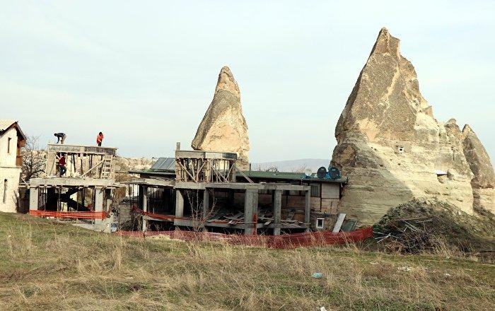 Peribacalarındaki otel inşaatında yıkım başladı