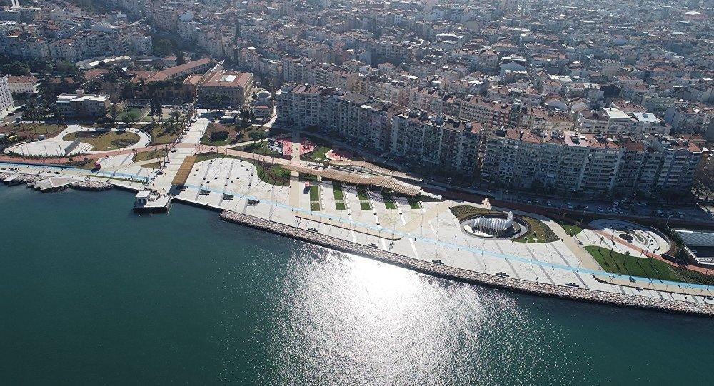 İzmir 15 Temmuz Demokrasi Şehitleri Meydanı