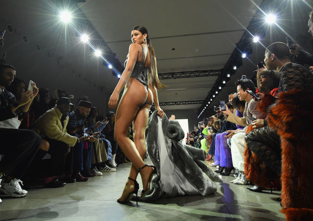 New York Moda Haftası'nda LaQuan Smith defilesi