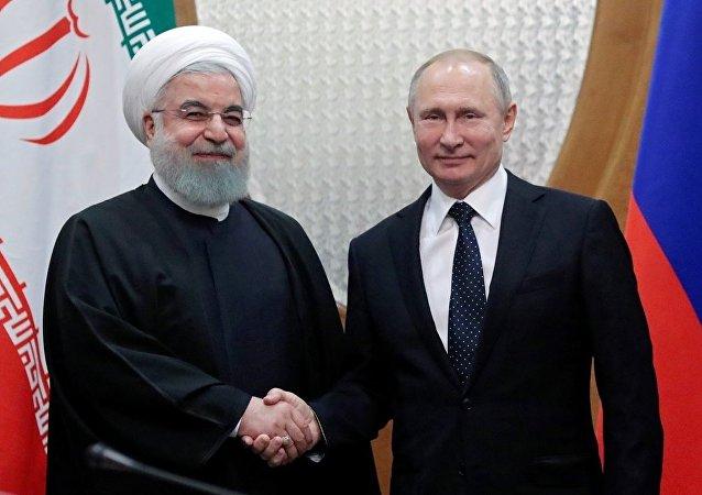 Rusya lideri Vladimir Putin ile İran Cumhurbaşkanı Hasan Ruhani