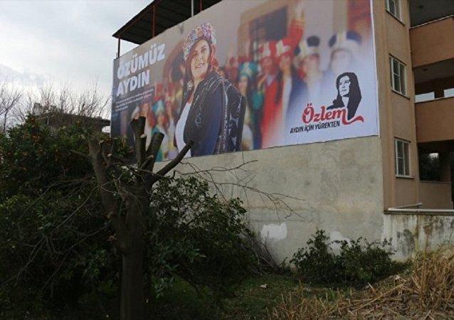 Özlem Çerçioğlu seçim afişi