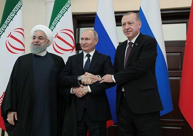 Soçi- Türkiye Cumhurbaşkanı Recep Tayyip Erdoğan, İran Cumhurbaşkanı Hasan Ruhani ve Rusya Devlet Başkanı Vladimir Putin ile Suriye konulu Dördüncü Üçlü Zirve Toplantısı'nda bir araya geldi.