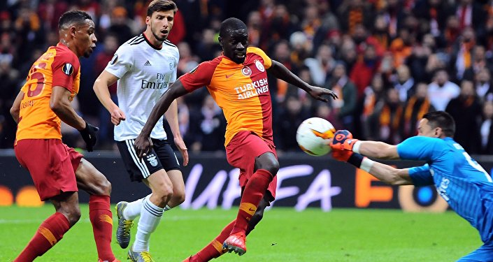Galatasaray, sahasında Benfica'ya 2-1 mağlup oldu.