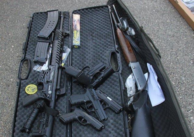 Adana'da arama yapılan bir ticari araçta 6 ruhsatsız tabanca, 102 pompalı tüfek ve yüzlerce kuru sıkı tabanca ele geçirildi.