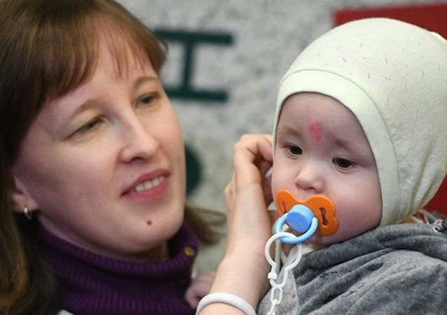 Rusya'nın Magnitogorsk kentinde 31 Aralık'ta yaşanan gaz patlamasında çöken binanın enkazından dondurucu soğuklukta 30 saati aşkın bir süre sonra sağ olarak çıkartılan 11 aylık bebek Vanya