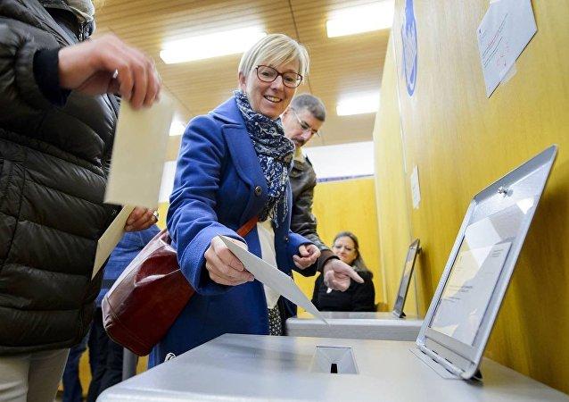İsviçre hükumetinden yeni seçim sistemini 'hackleme' çağrısı