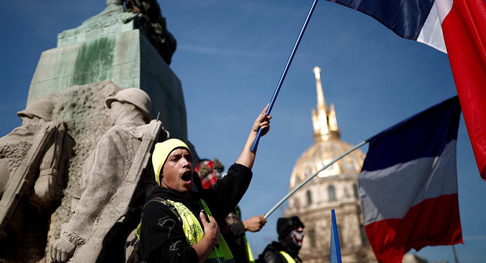 Fransa'da Sarı Yelekler gösterilerin 14. haftasında sokaklarda