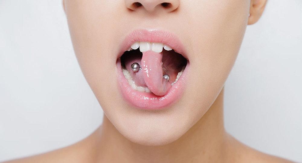 Yirmi yaşındaki genç, piercing yüzünden sakat kaldı