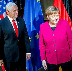 ABD Başkan Yardımcısı Pence, Merkel ile İran konusunda tartıştı