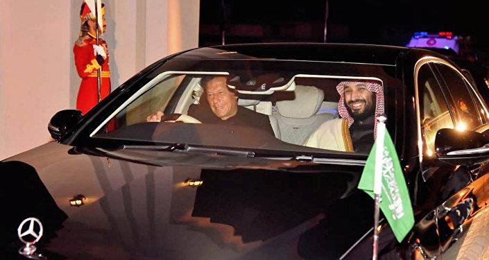 Suudi Arabistan Veliaht Prensi Muhammed bin Selman ile Pakistan Başbakanı İmran Han