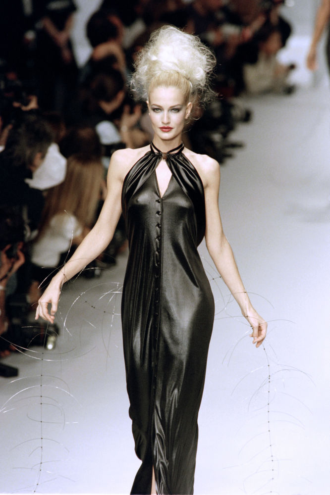 Lagerfeld koleksiyonlarını tanıtan dünyaca ünlü modeller