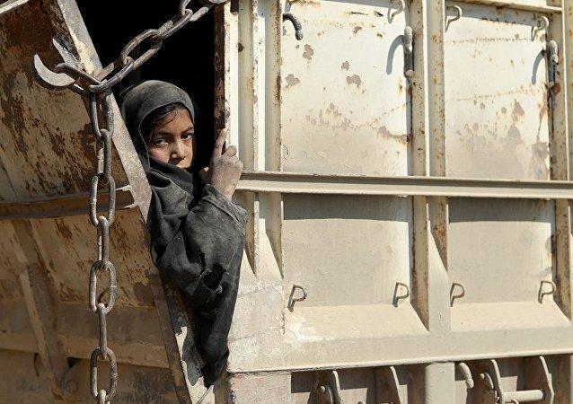 IŞİD'in Suriye'de elindoe tuttuğu son köy olan Baguz'dan tahliye edilenler